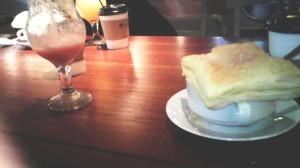 Jus Buah Jambu dan Roti Krim