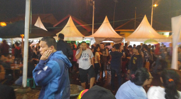 Kerumunan Orang di Festival Steak Maranggi