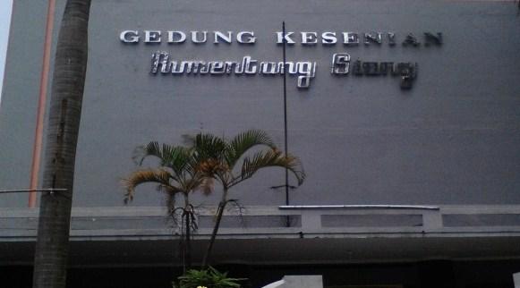 Gedung Kesenian Rumentang Siang adalah impian para kelompok seni di Bandung. Sumber gambar : Okezone