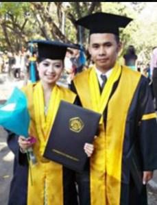 Foto penulis dengan Ratih yang kini jadi istri sahnya teman dekat penulis.