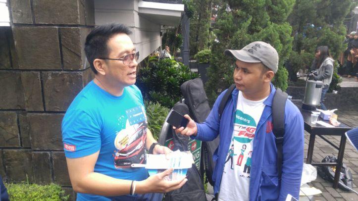 Mewawancarai Pak Dedi Kristianto dengan gaya ala wartawan
