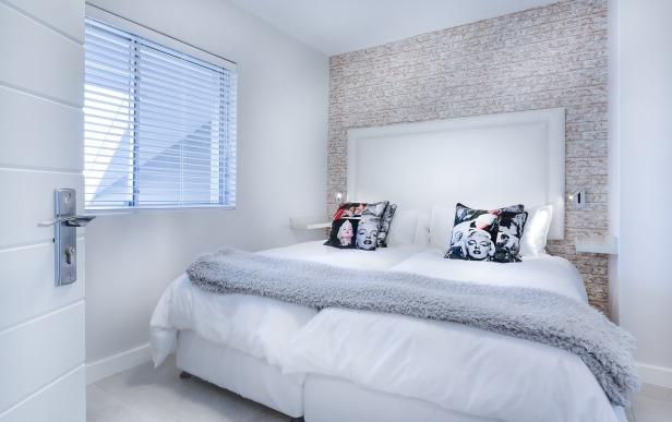 kamar dengan ranjang indah